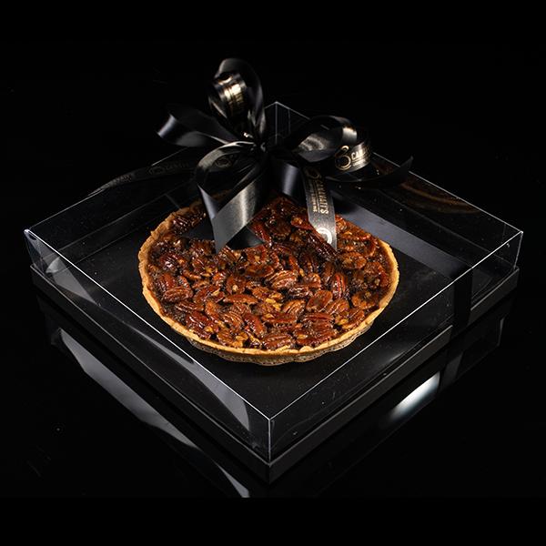 Pay de Nuez Casero, Elaborado por Canavati´s Catering and Take Out, en caja para regalo, pruebalo calientito y con Nieve de Vainilla