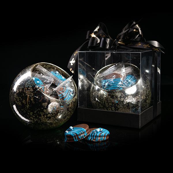 Esfera de cristal de mercurio con galletas rellena de mantequilla de cacahuate, cubierta de chocolate de leche en caja de acetato para regalo